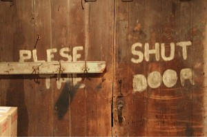 Please Shut The Door Sign